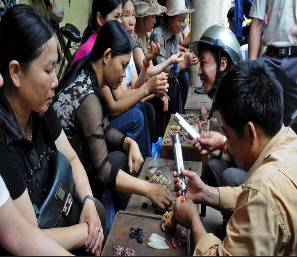 Chợ đá quý Lục Yên (Yên Bái)